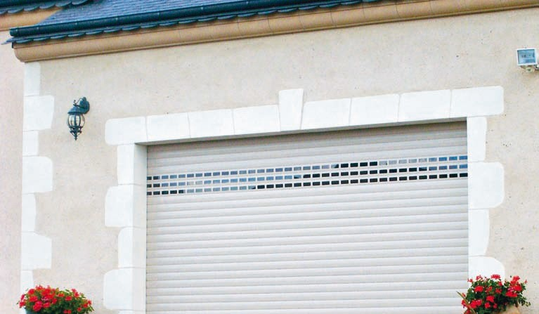 porte-garage-enroulable-blanc